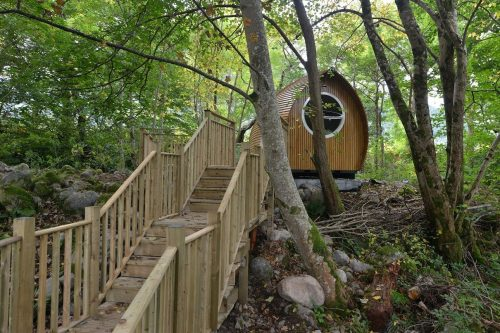 Using tree house in a Glamping trip