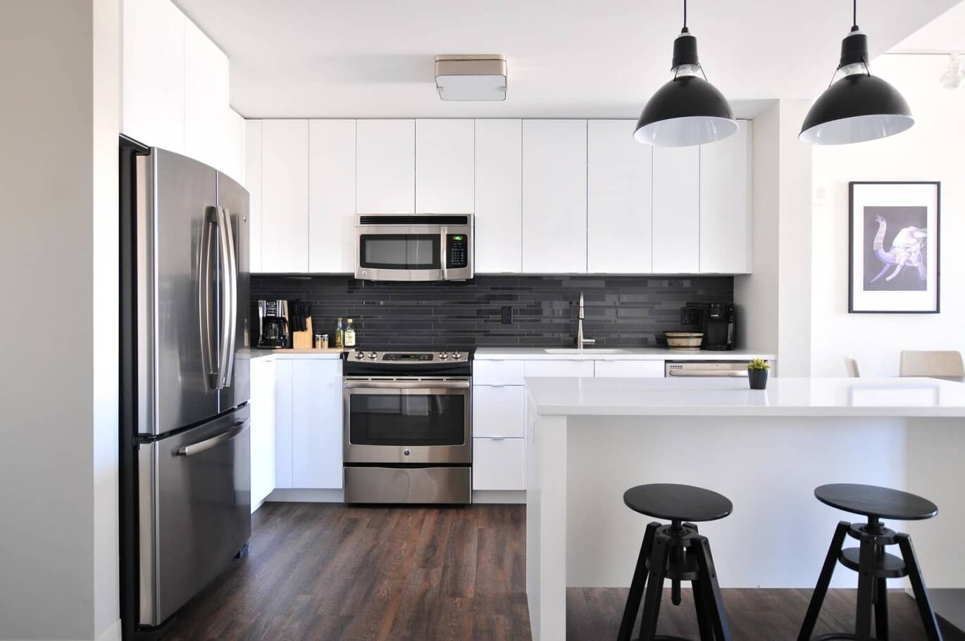 A very clean home showing dining and kitchen area