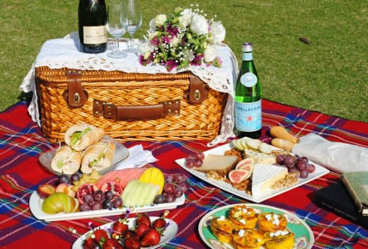 Picnic lunch having multiple delicious dishes to eat