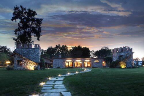 Garden with decorative lights in a Villa